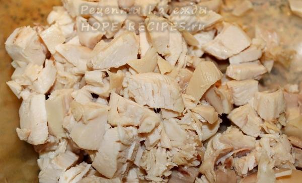 Куриное филе для салата - нарезать кубиками