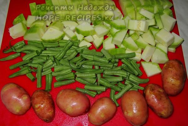 Для приготовления рагу понадобятся свежие молоденькие овощи