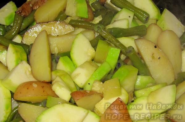 Овощное рагу с кабачками, стручковой фасолью и картофелем