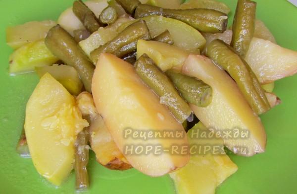 Готовое блюдо - рагу из кабачков и молодого картофеля
