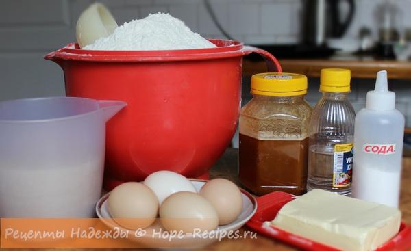 Продукты, необходимые для замеса теста на медовый торт
