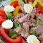Салат Нисуаз я тунцом овощами и яйцами