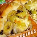 Сладкая пицца с фруктами