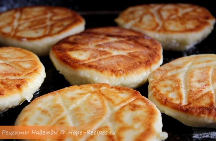 Вкусные классические сырники из творога к завтраку