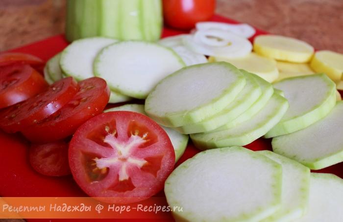 Все овощи нужно порезать кружочками
