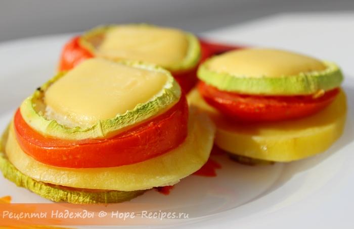 Аппетитная горячая закуска из овощей с сыром