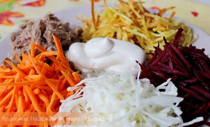 Вот так нарядно сервируется салат Радужный