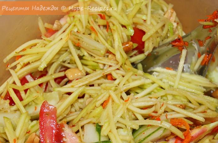 Острый салат из зеленого манго