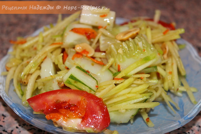 Острый тайский салат Сом Там Мамуанг