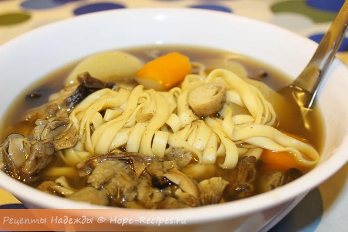Постный грибной суп с лапшой