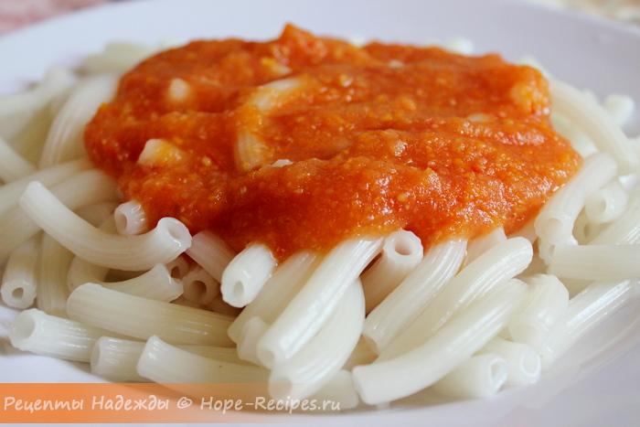 Готовим в пост рисовые макароны с томатным соусом