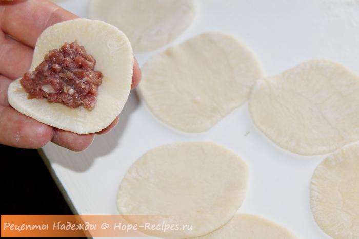 Лепим домашние пельмени с мясной начинкой