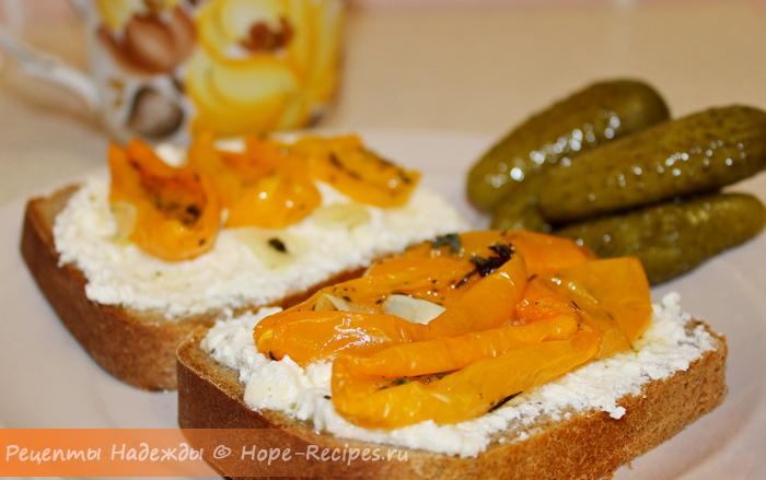 Вяленые помидоры хороши с хлебом и творожным сыром