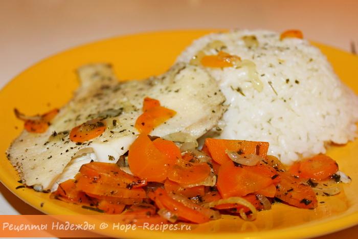 Рецепт запечённой в рукаве камбалы с овощами и травами